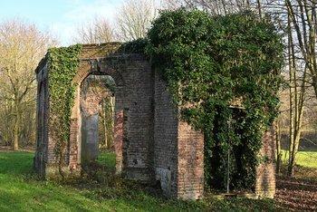 Verfallener Pavillon - verkleinert.jpg