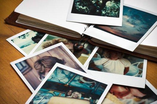 k_@Digitalspezialist - Polaroid Bilderstapel kompr.jpg