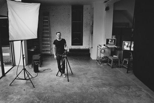 k_1-Bryan_Adams_in_the_studio.jpg