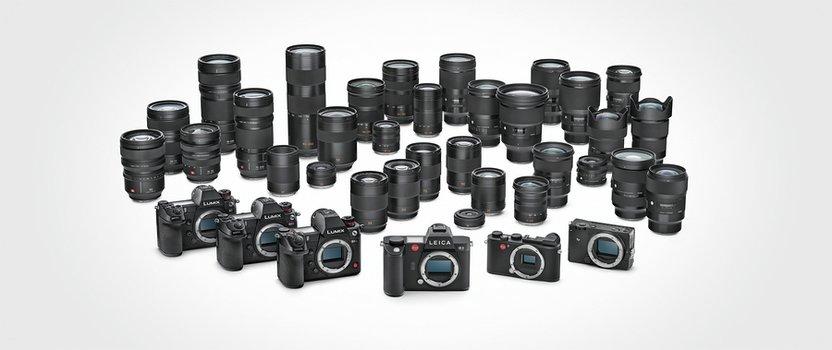 L-Mount: Gruppenfoto der bisherigen Kameras und Objektive mit L-Mount